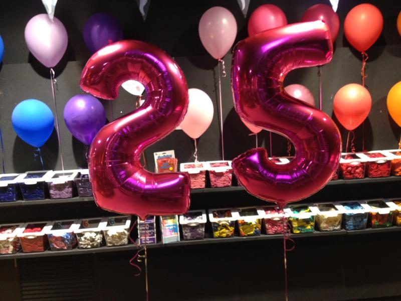 25 års ballonger ballonger, helium, party och fest | Ballongverkstan din Partybutik  25 års ballonger